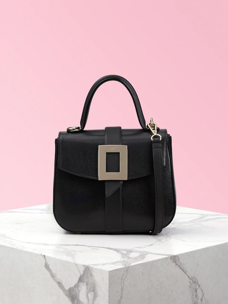 Beau Vivier Mini黑色山羊皮提包,90,200元。圖/迪生提供