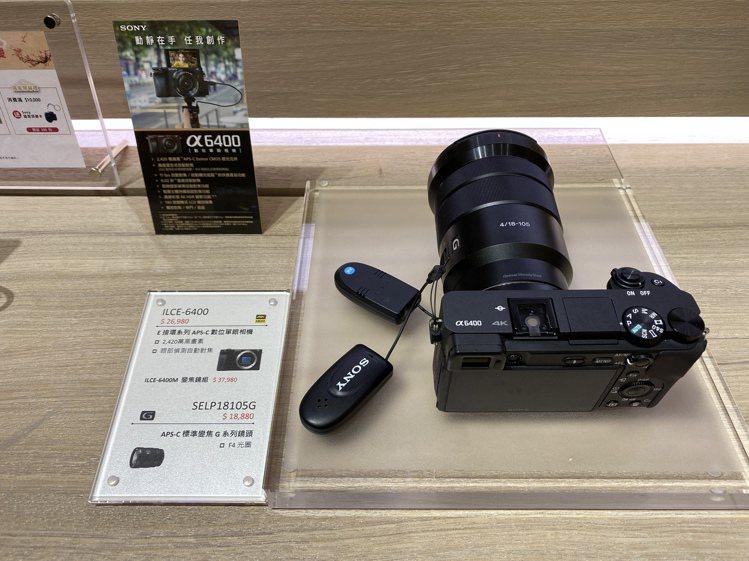 Sony全系列相機展示吧檯採用無線陳列設計,消費者可自由試拍體驗。記者黃筱晴/攝...