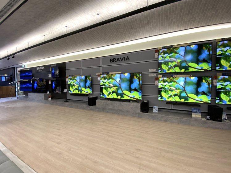 Sony BRAVIA全系列電視牆一字排開,讓消費者直接感受產品魅力。記者黃筱晴...