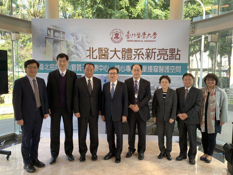 台北醫學大學建置的精緻型質子中心,預計年底落成,明年初開始收治患者,同步也宣布台北癌症中心大樓將於今年六月啟用。記者陳雨鑫/攝影
