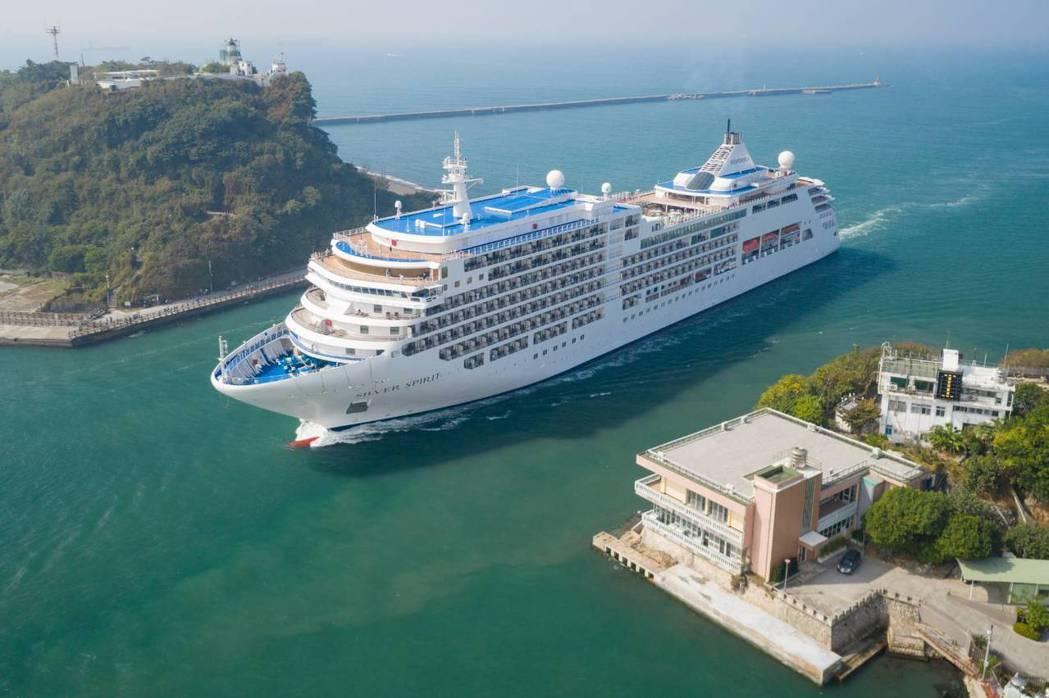銀神號郵輪今日首航高雄港。 圖/台灣港務公司提供