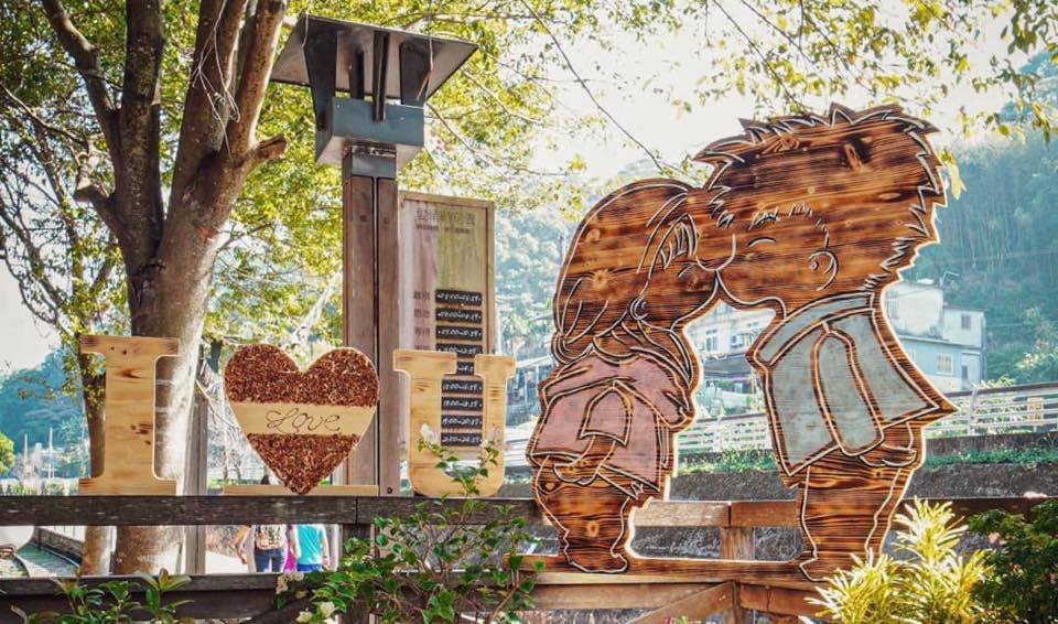 合興車站內有不少與愛情相關的藝術作品。圖/新竹縣九讚頭文化協會提供
