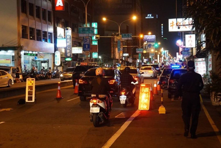 過年前尾牙聚餐多,台南市警方加強臨檢防制酒駕。圖/台南市交通大隊提供