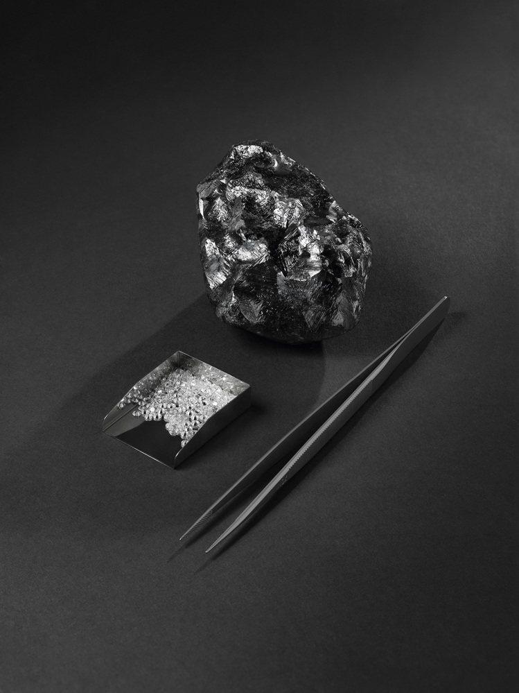 與合作LV的安特衛普的鑽石切割大師HB公司認為,最終Sewelô有望切割出近90...