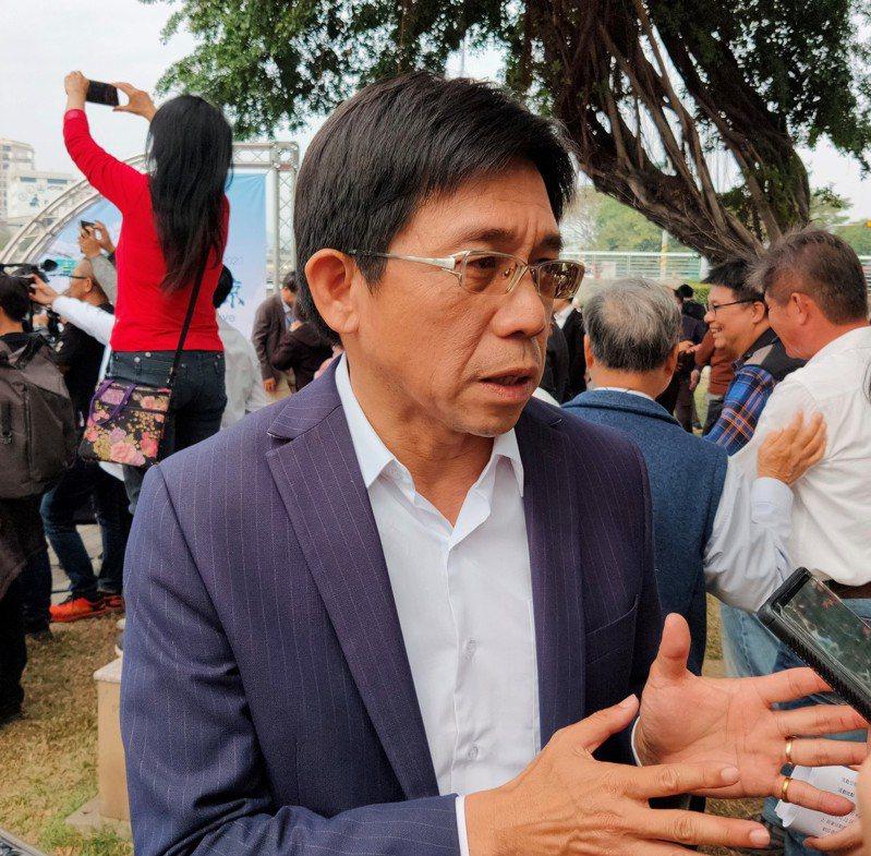 高雄市觀光局長邱俊龍表示,「高雄觀光代言人」今年起喊停,將轉型為「月月有品牌」活動。記者蔡容喬/攝影