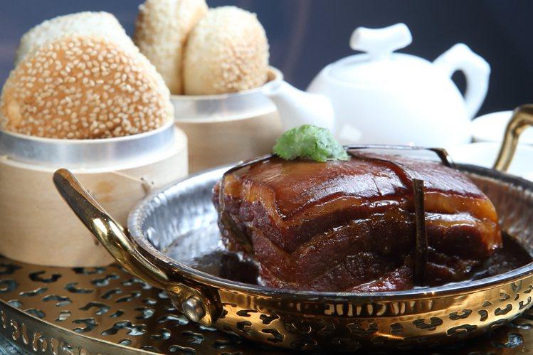 飯BAR店內的「美人茶遇東坡肉」。記者陳睿中/攝影