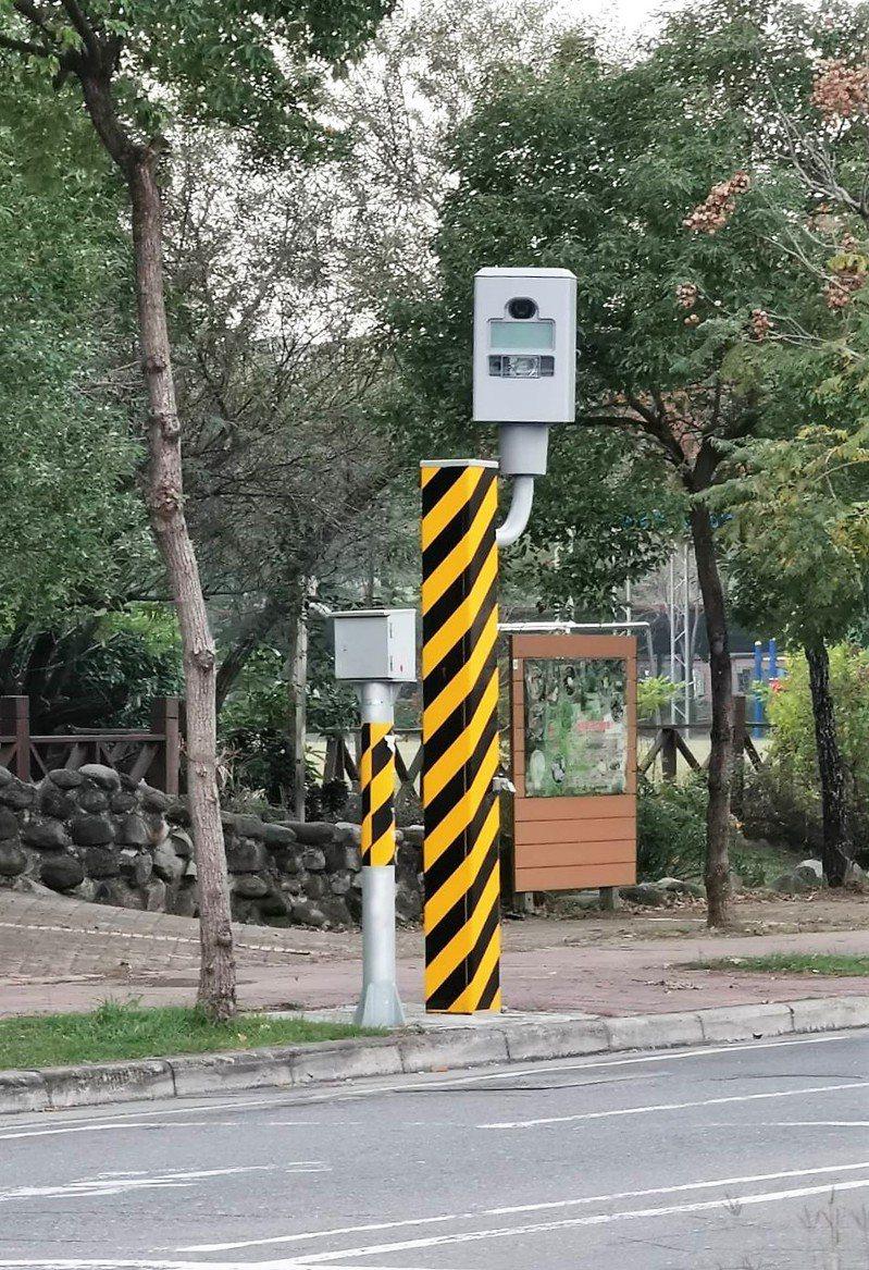 嘉義市高鐵大道四維路口(港坪國小旁),去年共取締1516件違規。記者卜敏正/攝影