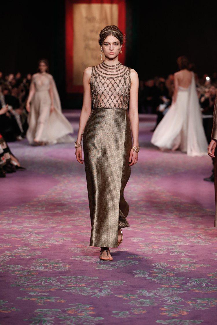 象徵美與智慧希臘女神雅典娜是當季服裝靈感來源。圖/DIOR提供
