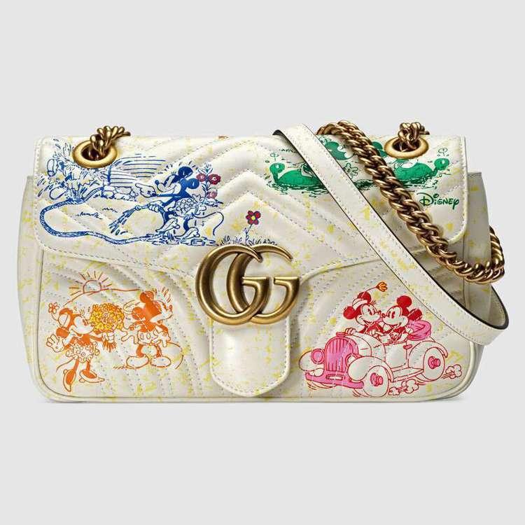 迪士尼米老鼠系列中也可以見到GG Marmont包的身影,在象牙白的包身印上彩色...