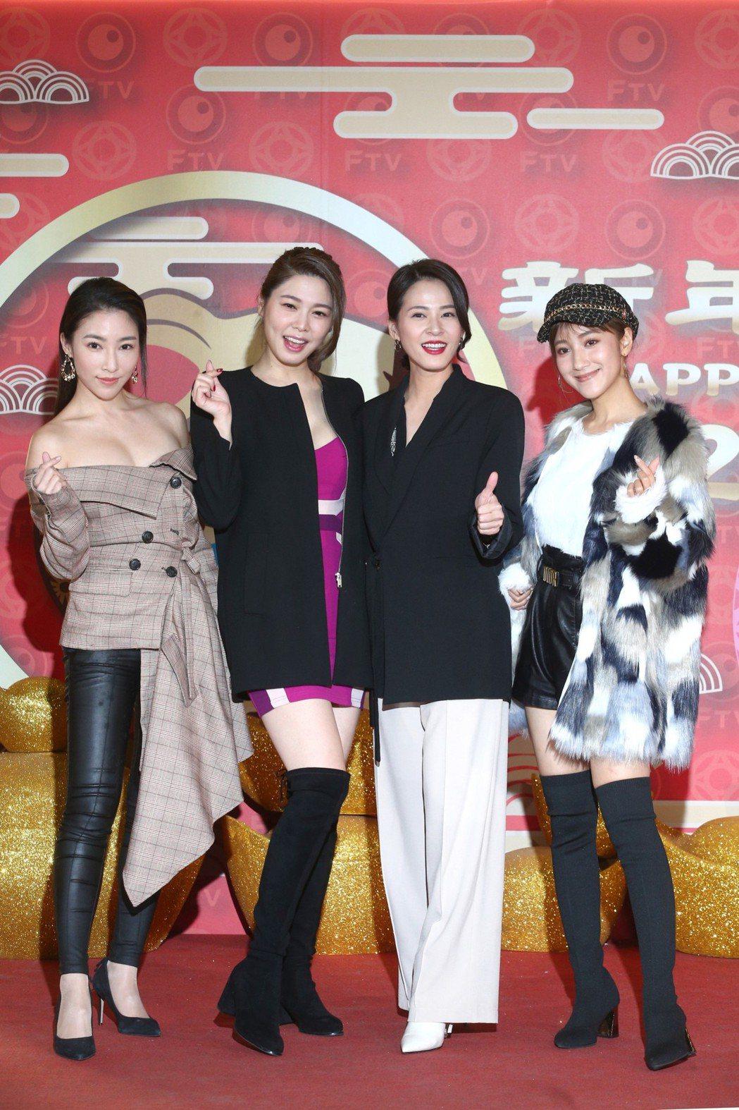 張家瑋(左起)、白家綺、蘇晏霈、夏宇禾出席民視尾牙。記者蘇健忠/攝影