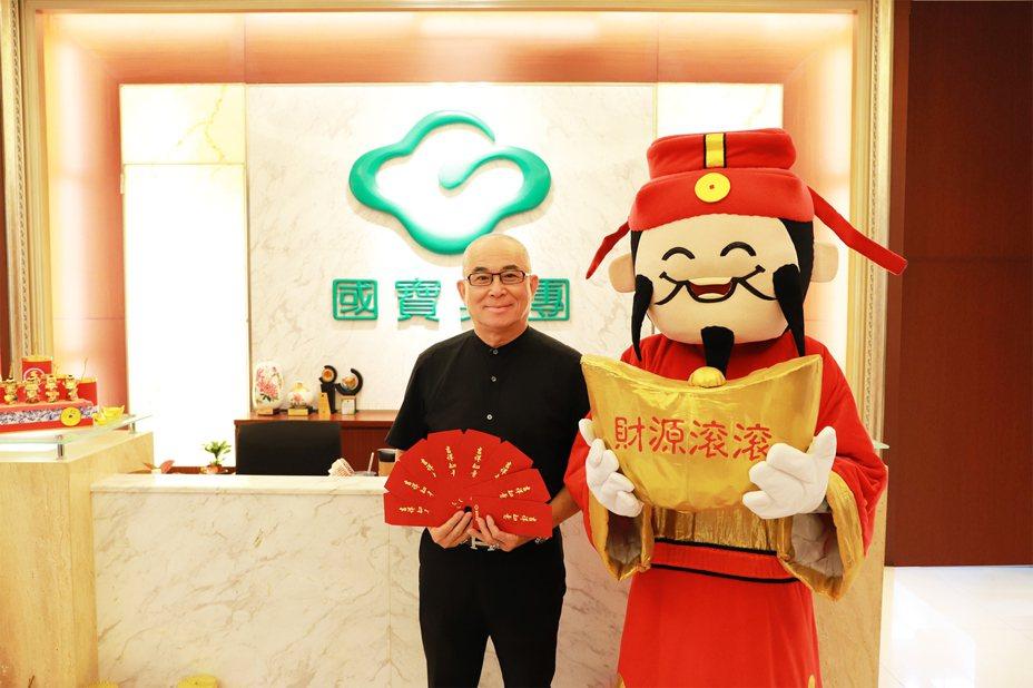 國寶集團董事長邵明斌準備百萬金額,於大年初一到初三在三座寶塔發送紅包給前來祭祖的小朋友們