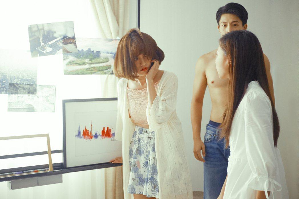 Dora謝雨芝(左)飾演「綠茶婊」角色。圖/WebTVAsia Taiwan提供