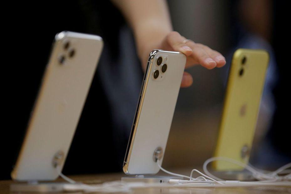 蘋果新推出的iPhone 11系列手機,由左而右是11 Pro Max、11 Pro和 11。路透