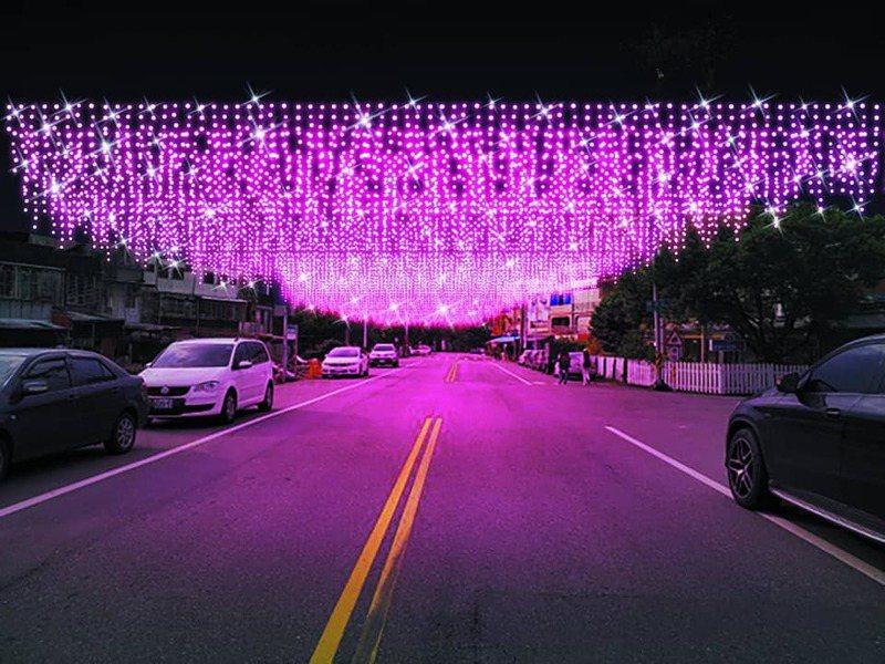 宜蘭縣員山燈節今晚試點亮相,街頭「燈海天幕」瞬間放亮超浪漫。圖/員山鄉公所提供