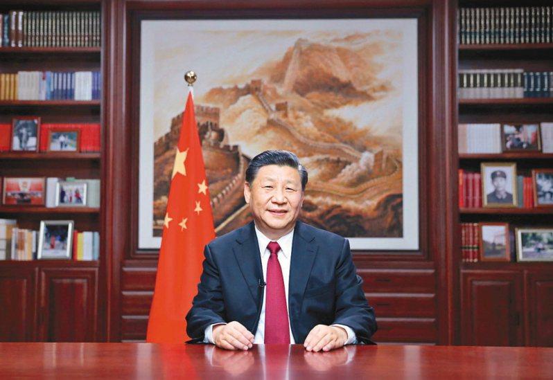 大陸國家主席習近平在大陸全國政協新年茶話會上發表談話指出,要堅持一個中國原則,在九二共識基礎上推動兩岸關係和平發展。 (新華社)