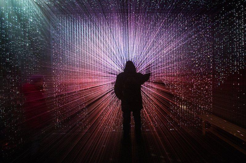 2020月津港燈節中,來自日本的藝術家千田泰廣的作品「崩世光景」。 圖/都市藝術工作室提供