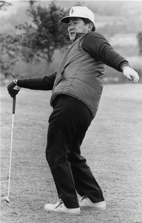 當年擔任新聞局長的宋楚瑜,上了高爾夫球場也很萌。 圖/聯合報系資料照片
