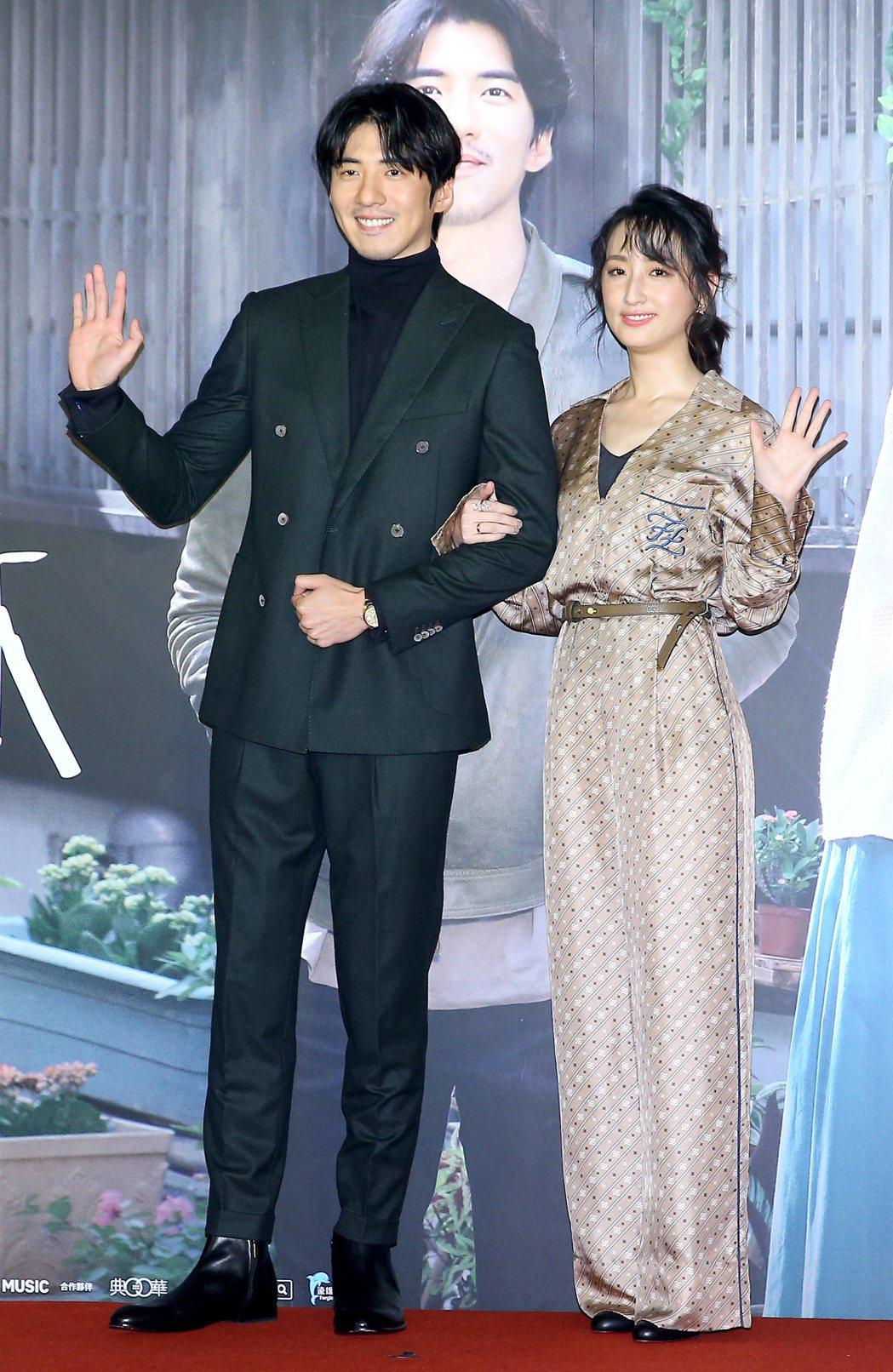 柯佳嬿(右)、傅孟柏(左)出席電影「你的情歌」首映會。記者余承翰/攝影