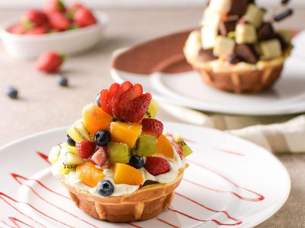 拍照打卡必點甜點-夏日繽紛水果聖誕鬆餅杯。  和逸飯店台南西門館 提供