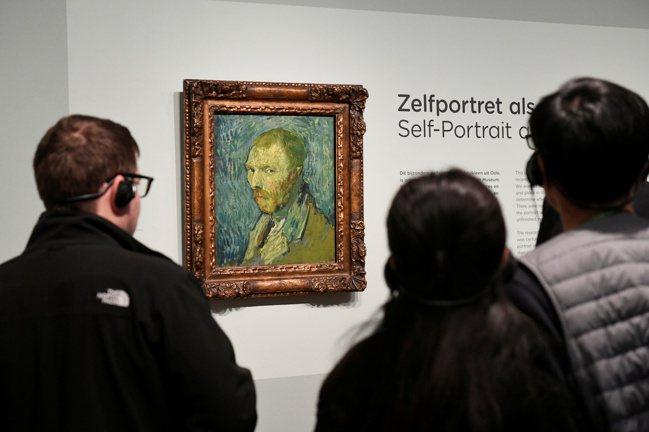 梵谷看似憂鬱、痛苦的油畫自畫像是在1889年夏末完成。 路透社