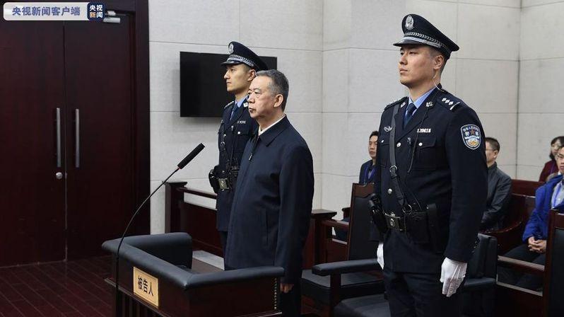 孟宏偉涉嫌受賄。 央視新聞