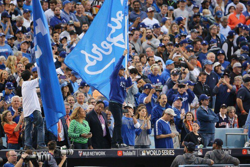 道奇隊粉絲亟思「復仇」,計畫下個球季集體在天使棒球場猛噓太空人隊。 歐新社