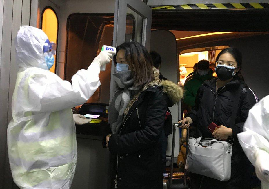大多數的日本專家初步研判新型冠狀病毒的傳染力、毒性可能不會比較高。圖/美聯社