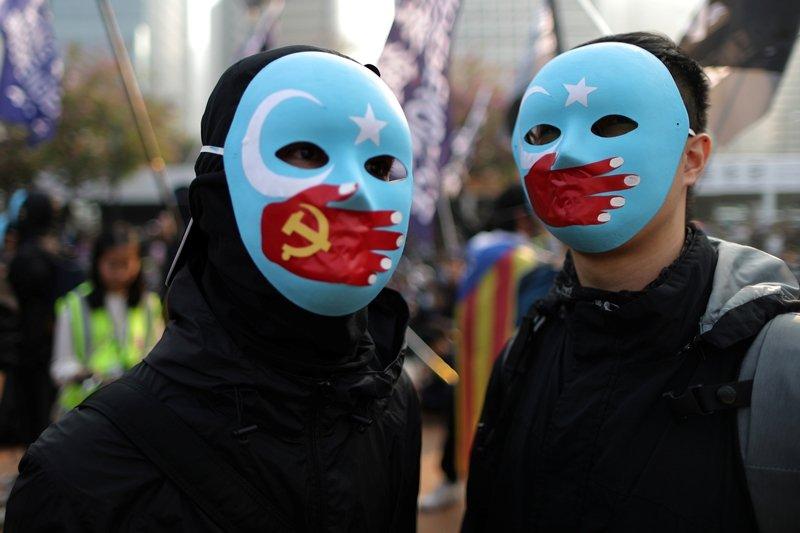 香港反送中運動也有不少聲援新疆維吾爾人權的民眾,攝於2019年12月,香港。 圖/路透社
