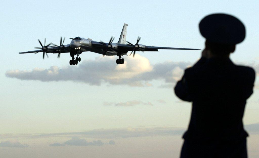 2019俄羅斯軍機多次逼近南韓領空,讓南韓戰機緊急升空攔截並強勢驅逐。圖為俄羅斯空軍圖-95轟炸機。 圖/路透社