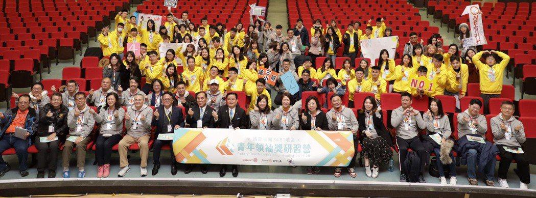 3481總監、主委與委員們參加開幕與全體學員們合影。業者/提供