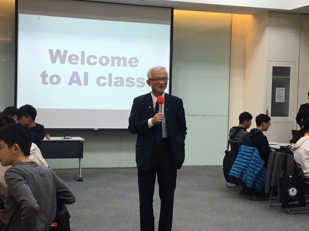 2020寒假國高中生AI研習營由謝邦昌教授開訓,他勉勵學員為自己在AI學習奠定基...