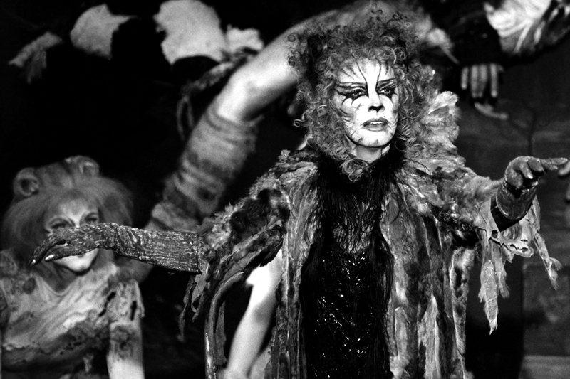圖為1983年的百老匯舞台劇,由貝蒂巴克利演唱〈Memory〉。 圖/美聯社