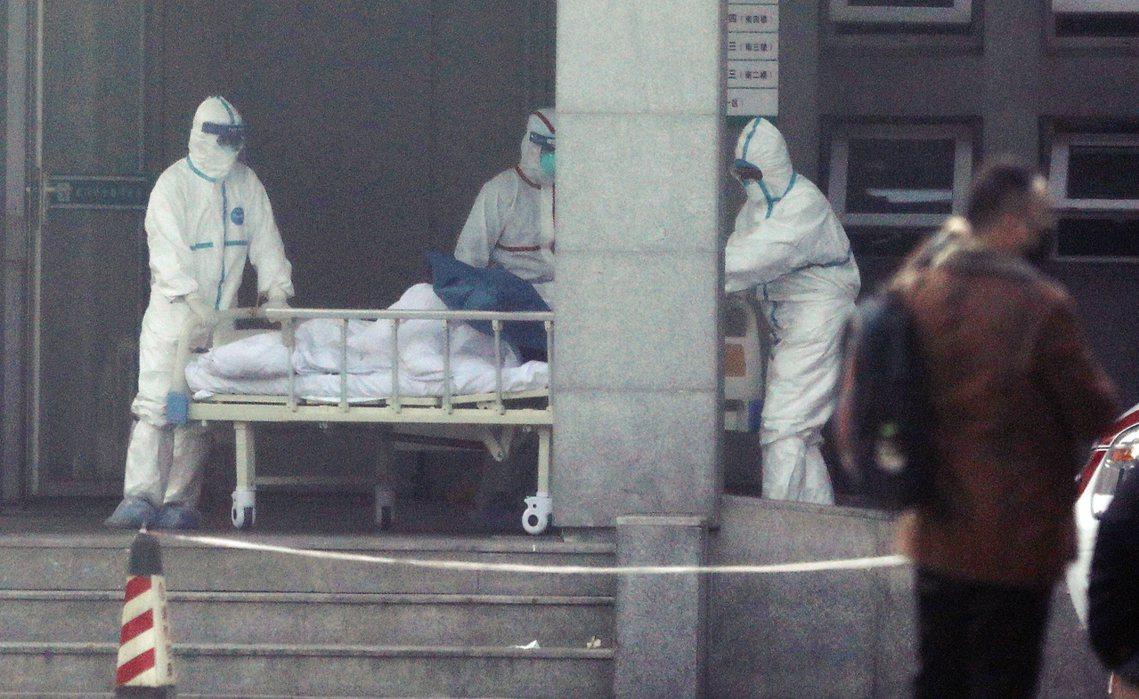 圖為武漢當地醫院。針對「武漢市14名醫護被感染」的消息,被輿論質疑為消極防疫、隱...