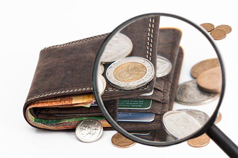 成功變成有錢人的同學其實沒有把專注力放在「賺錢」身上,而是往自己有興趣,並且真正...