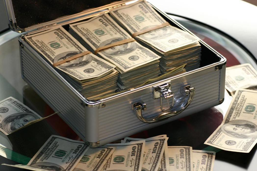 對於大多數的人來說,年終獎金是額外多出來的一筆錢,怎麼運用就變得非常重要。 圖/...