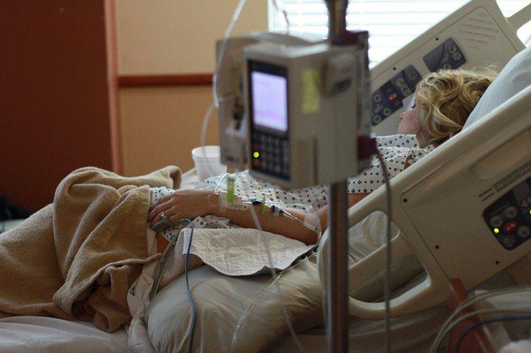 大多數人都不期望以延命為目的的醫療處置,但現實生活中,臨終期的高齡者卻飽受鼻胃管...