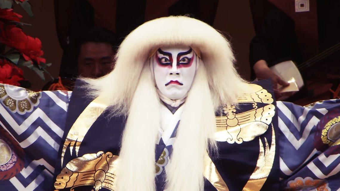 為了改善過勞問題,日本當紅的歌舞伎明星——市川海老藏——多次呼籲要力行勞動改革,...