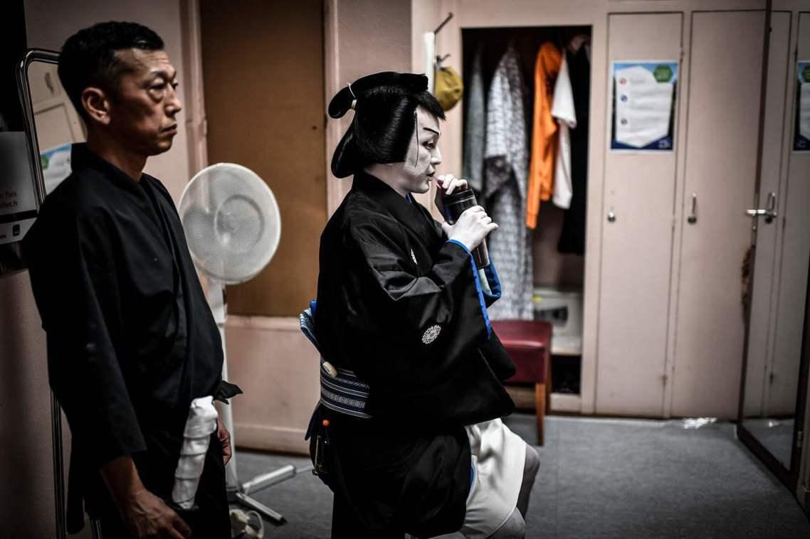 歌舞伎因為演出傳統的緣故,公演期間連續25天不休息、早晚共兩次演出,一個月下來就...