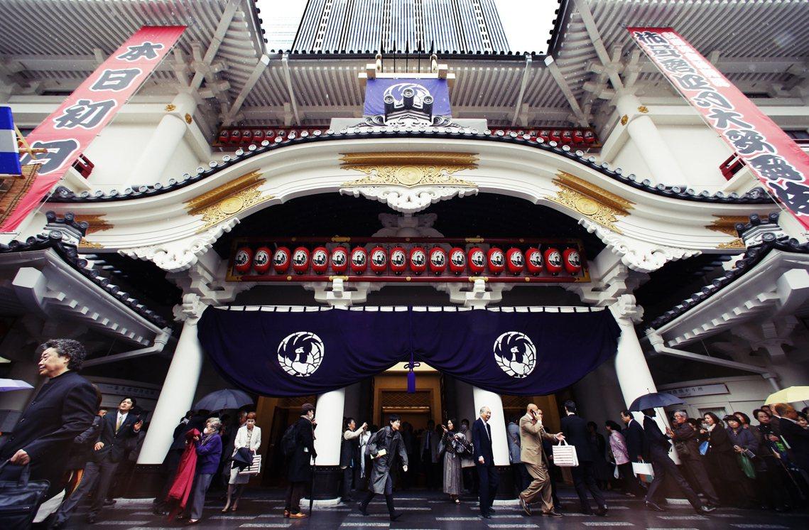 對於營運方來說,休演的損失可能就高達數千萬日圓。圖為東京銀座的歌舞伎座。 圖/美...