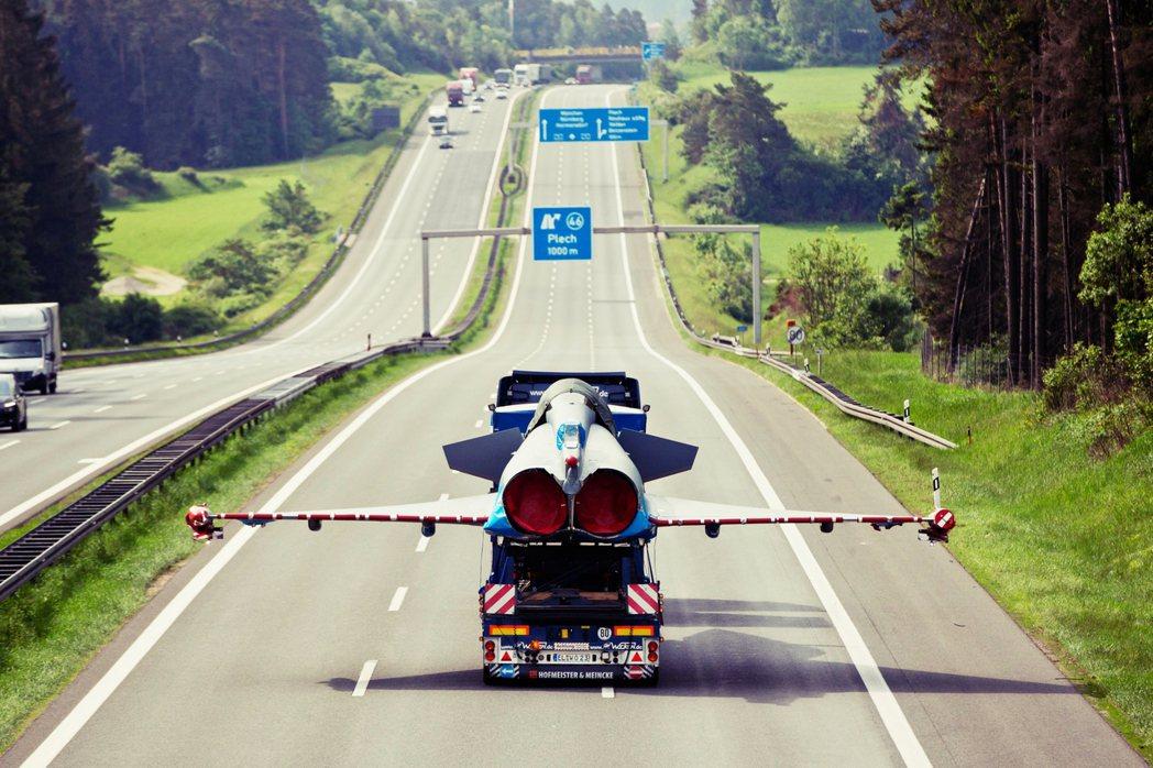 從「無速限」到「限速130km/hr」,到底好是不好?德國「無速限」的公路傳統是...