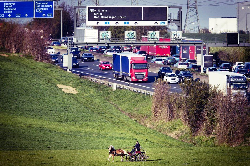 德國高速公路到底要不要限速?該就此踩煞?還是加催油門改革?依然是掌握國家方向盤的...