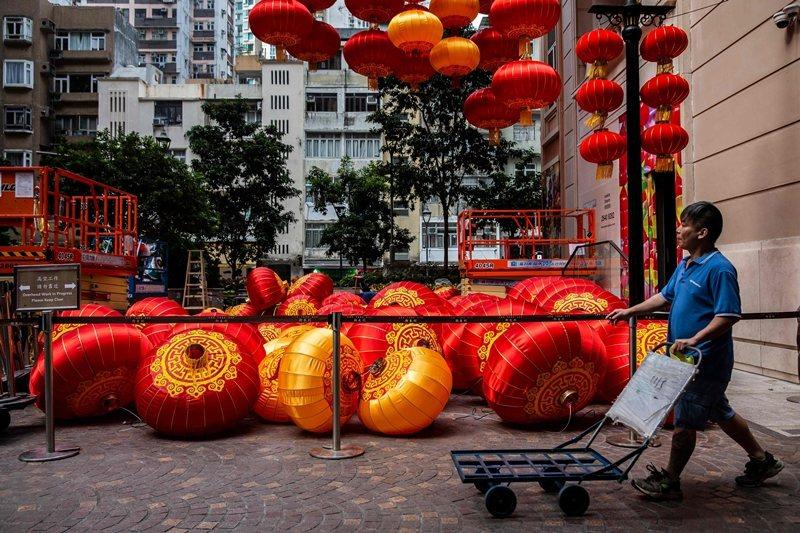 國際信評機構穆迪1月20日調降香港長期信貸評級。 圖/法新社