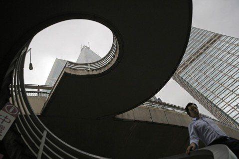 反送中餘波:港府自治無方,穆迪下調香港信用評級