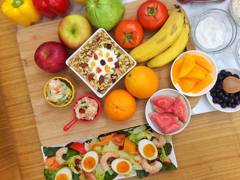 年節的聚餐高峰季,更須留意均衡營養,不過量進食,並攝取適量蛋白質與蔬果,幫助身體...