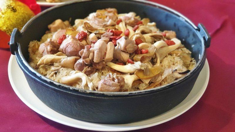 這道麻油雞酒飯,不是光用「拌」的,而是實在「拌炒」出來的美味,攎獲不少食客的心,...