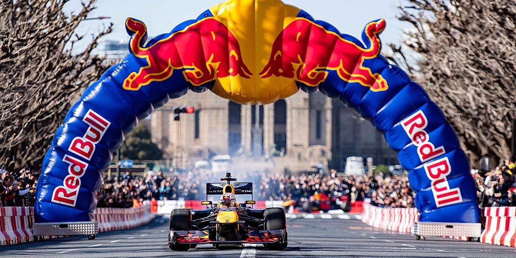 Red Bull Racing Showrun「每人至多限購4組,限量索取。」但...