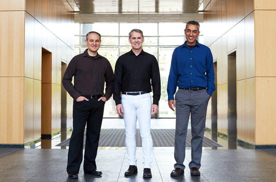 當年在蘋果一手設計了A7到A12全部處理器的前蘋果資深處理器工程師Gerard Williams III(中)。 路透社