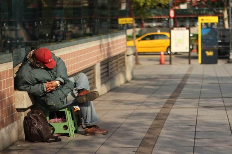 街友超過七成是因被家人拋棄等家庭因素流落街頭,而非不願勞動。圖/人安基金會提供