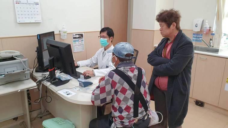 安南醫院神經內科醫師李建欣提醒說,慢性病患者過年不要熬夜,維持正常生活作息平安度...
