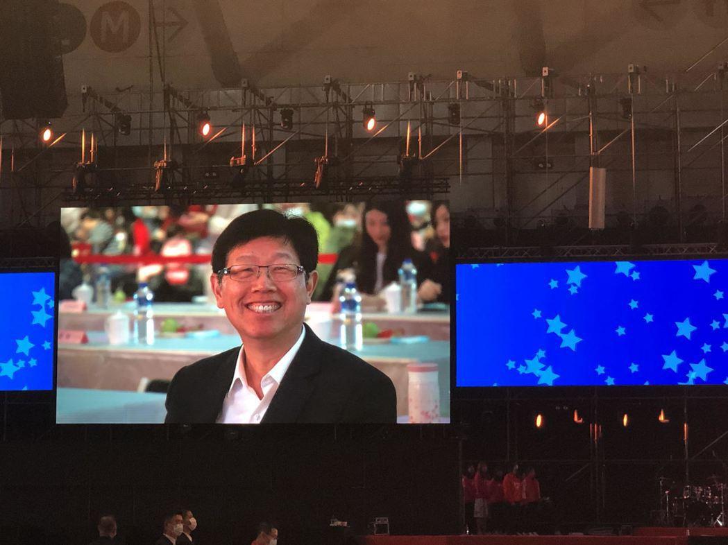 鴻海董事長劉揚偉今日和創辦人郭台銘共同現身。記者尹慧中/攝影